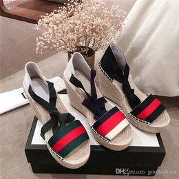 China Classic Women Leather Slippers Sandals, Espadrille Flats with Straw Weaving Soles Casual Shoes Women Slip-on Size 35-40 suppliers