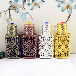 Wholesale 3ml Antiqued Metal Perfume Bottle Arab Style Essential Oils Bottle Container Alloy Royal Glass Wedding Decoration Gift