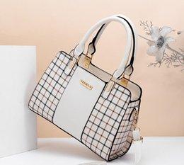 $enCountryForm.capitalKeyWord Australia - 2019 spring and summer Korean version of the new fashion middle-aged female bag shoulder bag Messenger bag Korean version of the handbag#009