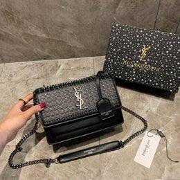 $enCountryForm.capitalKeyWord Australia - Famous designer handbag ladies rivet portable diagonal bag High quality fabric ladies shoulder bag Size 22.16