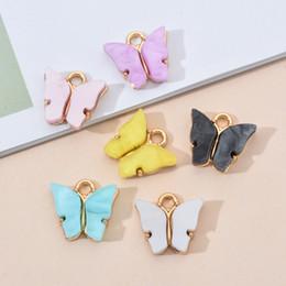 De moda de la aleación de la mariposa Configuración encantos de acrílico 10PCS / Lot DIY precioso colgante animal hecha a mano de la joyería para la pulsera del collar en venta