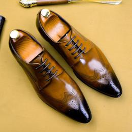 Verano de cuero genuino transpirable zapatos Derby de los hombres formales puntiagudo cordones hechos a mano partido de la oficina Brogues para hombre AS122 en venta
