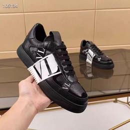 Venta al por mayor de Nueva plataforma de los zapatos formadores Moda Hombres Mujeres Abrir las zapatillas de deporteVALENTINOhombres VLTN raya Espárragos triples de cuero zapatos planos casuales