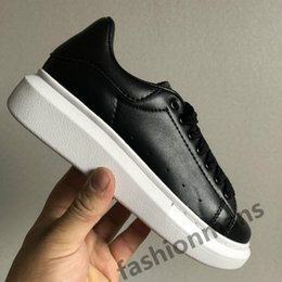 light reflective fabric Australia - Fashion skin Luxury designer shoes UK triple black white 3M reflective grean red silver jade 25 colorways mens womens sneakers with box