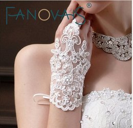 sequin fingerless gloves Australia - Elegant Sequins Lace Wedding Gloves 2019 Wrist Length Fingerless Wedding Glove Wedding Accessories Bridal