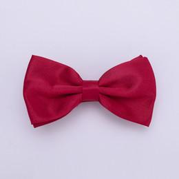 HUISHI Corbata de lazo para hombre sólido 50 piezas por lote Una bolsa Sólido Moda Pajaritas Negro Oro Blanco Corbata de lazo Rojo Rosa Azul Blanco Estilo clásico