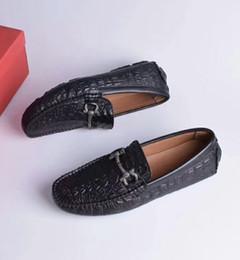Christmas Gift Shoes Australia - Soft Leather men leisure dress shoe part gift doug shoes Metal Buckle Slip-on man lazy falts Loafers Zapatos Hombre