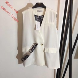 Foreign Clothes Brands Australia - 2019 Brand top quality women clothes women tops A buckle Foreign vest suit vest Large size black and white female vest women blazers MJ-20
