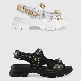 Thick sole sandals online shopping - Designer riveted Sports sandals diamond Men and women leisure sandals fashion Leather beach slippers rivet women shoes Thick soled shoes