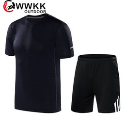 Wholesale Men s Quick drying Sports Suit Standard Black Striped Shorts T shirt Cool Cationic Fabric Stretch Shorts Side Zip PocketNightrun