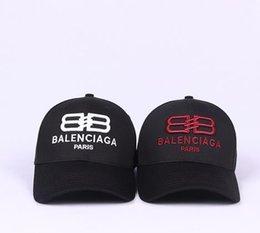 Diseñador 2019 Gorras de béisbol para hombre Nueva carta de lujo Sombreros Hueso bordado Paris Hombres Mujeres casquette Sombrero para el sol Gorras Gorra deportiva Envío de la gota en venta