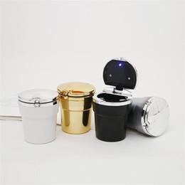 Ingrosso Titolare di sigarette di rifiuti dell'automobile con luci a LED e coperchio in plastica Mulitcolor posacenere Creativi Supporti Gadget Vendita calda 6 4bs E1