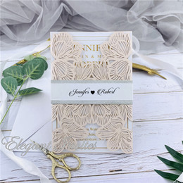 $enCountryForm.capitalKeyWord Australia - Pink Exquisite Iridescent Pearl Paper Wedding Invitation Card Leaves Pattern Hollow Out Carved Crafts Card for Wedding Party free shipping
