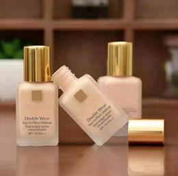 Wear Top Quality Duplo líquido Foundation ficar no lugar maquiagem 30ml Nude Almofada vara Radiant Maquiagem Fundação em Promoção