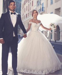 plus size off shoulder wedding dresses Australia - Vintage Princess Wedding Dresses 2019 Off Shoulder Lace Appliques Ruched Tulle Plus Size Bridal Ball Gowns Custom Wedding Gowns