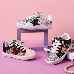 d2a9c358cb Sapatos de bebê 2019 Venda Quente Crianças Boutique Sneakers Esporte Tênis  De Corrida de Alta Qualidade Colorido Lantejoulas Não-deslizamento Tênis  Crianças ...