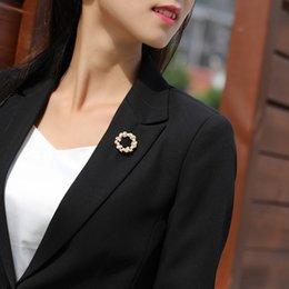 $enCountryForm.capitalKeyWord UK - One Free Shipping Korean Version of The Simple Round Wreath Pearl Brooch Brooch Fashion Wild Silk Scarf Buckle Pin Accessories Badge