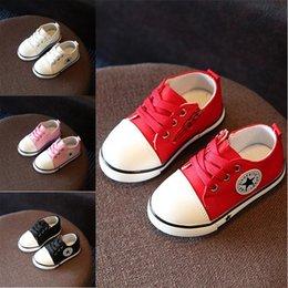 Venta al por mayor de Primavera otoño niños lienzo zapatos bebés niños niñas suela suave zapatos recién nacidos zapatos casuales 4 colores