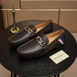 mens leather shoes designs Australia - New mens designer mens design dress shoes, leather metal snap peas wedding shoes, classic fashion mens shoes large size casual shoes orig qy
