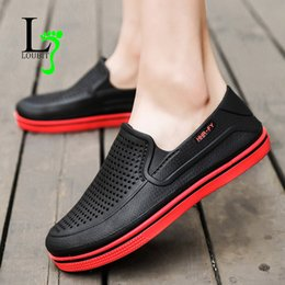 Wholesale 2019 New Arrival Men Summer Work Sandals Breathable Water Sandals Male Gardening Shoe Hollow Out loafers Shoes Flip Flops