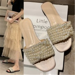 Wholesale Summer Slippers Women Chic design Leisure Outdoor Beach Simple Slides Row of pearls Female Flip Flops flats Black beige