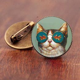 $enCountryForm.capitalKeyWord Australia - Vintage Style Cat And Fish Brooch pin Animal Photo Brooches Cartoon Painting Pins Gifts Women men Bronze Jewelry Glass Round