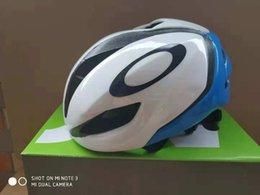 Ingrosso 2020 Casco da bicicletta Ultralight casco della bici per la dimensione di montagna delle donne Uomini Donne Strada MTB casco da bicicletta m 54-60cm