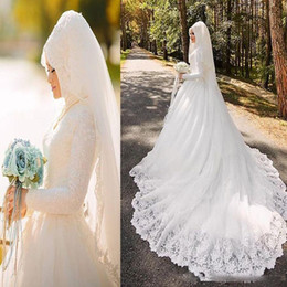Elegant Arabic Muslim Wedding Dresses with Long Sleeve Lace Appliqued Hijab Veil 2018 Lace Bride Bridal Gown Custom Made