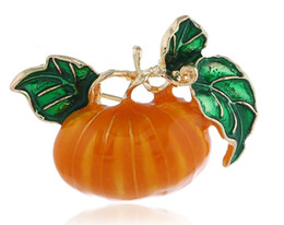 vegetable ornaments UK - Drop oil Halloween Pumpkin Brooch Vegetables Plants Autumn And Winter Clothing Ornaments