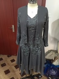 knee length wedding dress jacket 2019 - Custom Made Gray Two Piece Mother Bride Dresses With Jacket Coat Appliques Beaded Long Sleeves Chiffon Mother Of The Bri