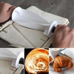 Pastry Cutters NZ - Plastic Handle Rolling Cutter for Making Croissant Bread Dough Pastry Knife Wooden Handle baking Kitchen Knife