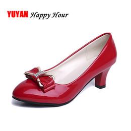 253a5e7dfe Designer de Sapatos de Vestido Das Mulheres de Salto Alto dedo do pé Redondo  Elegante Senhoras de Escritório Senhoras Bombas de Marca Senhoras de Salto  ...