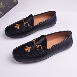 High Quality 2019 New Mens Suede Leather Shoes Trendy Hair Stylist British Style Spider Cover Lazy Mans Leisure Loafers Shoes Men's Shoes
