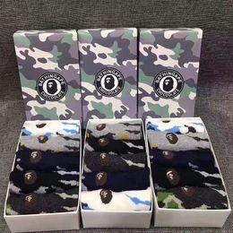 Ingrosso Scimmia ricamo calzini corti Sport Camouflage Cotton Animal Head calzini Scimmie scure antiscivolo calze 5 paia