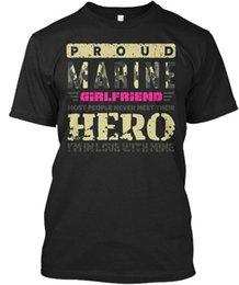 Vente en gros Petite amie marine. Hero Gir - fier la plupart des gens jamais T-shirt unisexe standard