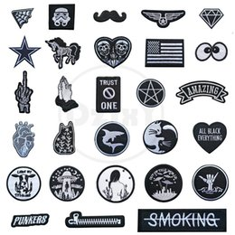 $enCountryForm.capitalKeyWord NZ - (46 Styles) 100 PCS Black and White Patches for Clothes Iron on Finger Appliques DIY Skull Stripes Embroidery Sticker Round Badges