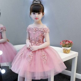 Ingrosso Elegante abito da bambina per bambini Abito piatto in tulle con applique a spalla piatta per bambini Abito da Natale per bambina di ringraziamento