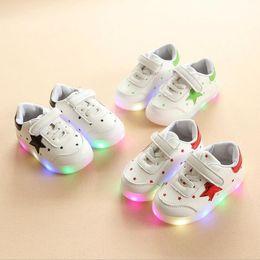 $enCountryForm.capitalKeyWord Canada - NEW Fashion Childrens Luminous Shoes Stars Print Girls Flat Shoes Luminous Non-slip Wear-resistant Childrens Shoes Best quality B-9