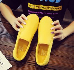 Wholesale Summer casual breathable canvas shoes men and women shoes couple a pedal set foot small yellow shoes04