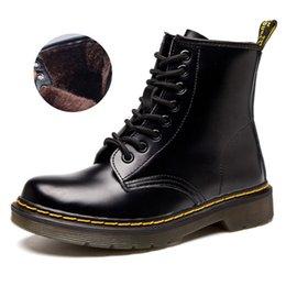 Ingrosso Uomo Autunno Inverno stivali caldi Doc 2019 britannico Vintage Classic Boots Genuine Maschio tallone spesso moto unisex