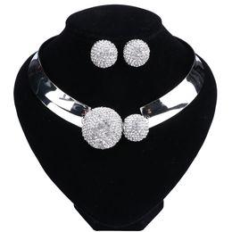Классические хрустальные Bridal комплекты ювелирных изделий цвета серебра Choker серьги ожерелья Ювелирные наборы Свадебные украшения для женщин на Распродаже