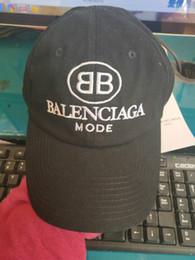 ce7a135686296 8 Fotos Compra On-line Bonés bonés-Marca de moda Snapback Caps 3 Cores  Strapback Boné