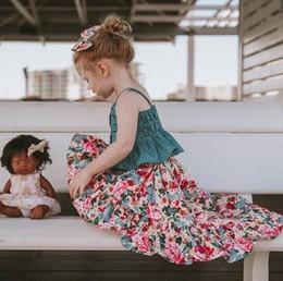 47a6d884e 2019 Verano nuevos niños trajes de vacaciones en la playa niñas lunares  falbala liga princesa tops + flores impresas falda de cola de milano 2pcs  conjuntos ...
