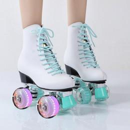 Großhandel Neuer Stil erwachsener zweireihiger Skating erwachsene Frauen der Vierrad-Kraft PU-Flash-Rollschuh Günstige Skate-Schuhe