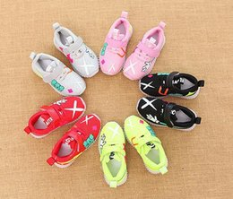 $enCountryForm.capitalKeyWord Canada - NEW Fashion Childrens Luminous Shoes Stars Print Girls Flat Shoes Luminous Non-slip Wear-resistant Childrens Shoes Best quality D-3