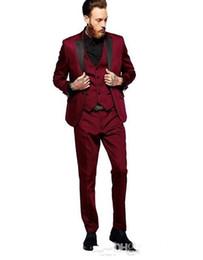 White Shawl Lapel Suit UK - New Arrivals Burgundy Men Suits Peaked Lapel Slim Fit Tailor Made Groom Prom Tuxedos 3 Piece Blazer Jacket+Pants+Vest Terno