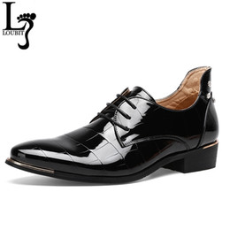 white glitter wedding dresses UK - Men's Patent Leather Dress Shoes Crocodile Embossed PU Leather Fashion Men Shoes Male Business Wedding Brogue Shoes