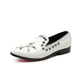 $enCountryForm.capitalKeyWord Australia - White rivet shoes for men with pointed heads and white feet Fashionable casual punk and trendy men's shoes dress