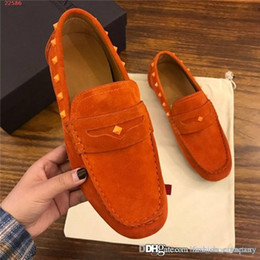 $enCountryForm.capitalKeyWord Australia - Low-key costly men Grind arenaceous shoes Imported cowhide fabric Italy imports leather outsole Men rivet business leisure shoes