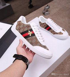 $enCountryForm.capitalKeyWord Canada - 19ss Woman man Casual Shoes Luxury Designer Sneakers Lace-up flat Shoes Genuine Leather Bee tiger snake Embroidered lady boy